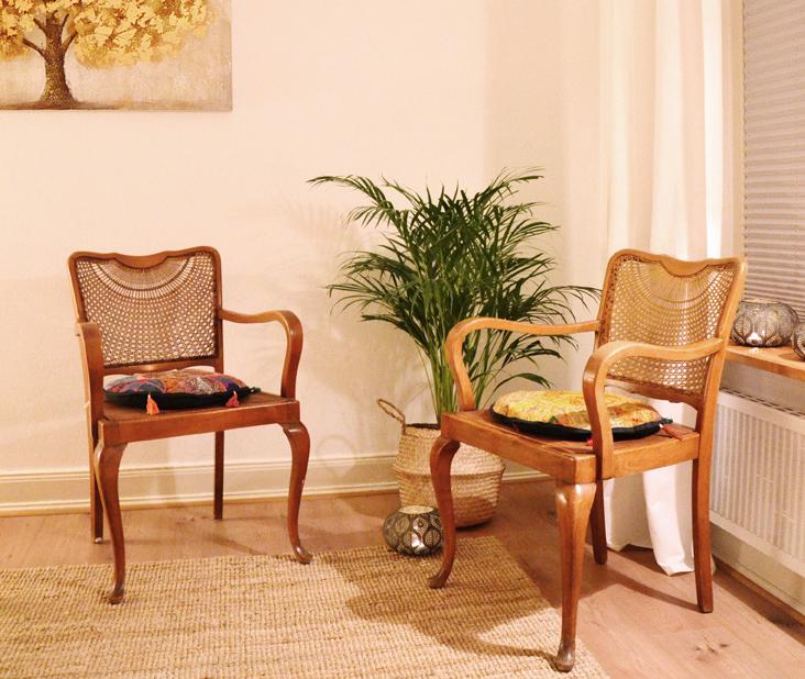 Schneider Massagen Köln Praxisraum mit Stühlen zur Beratung
